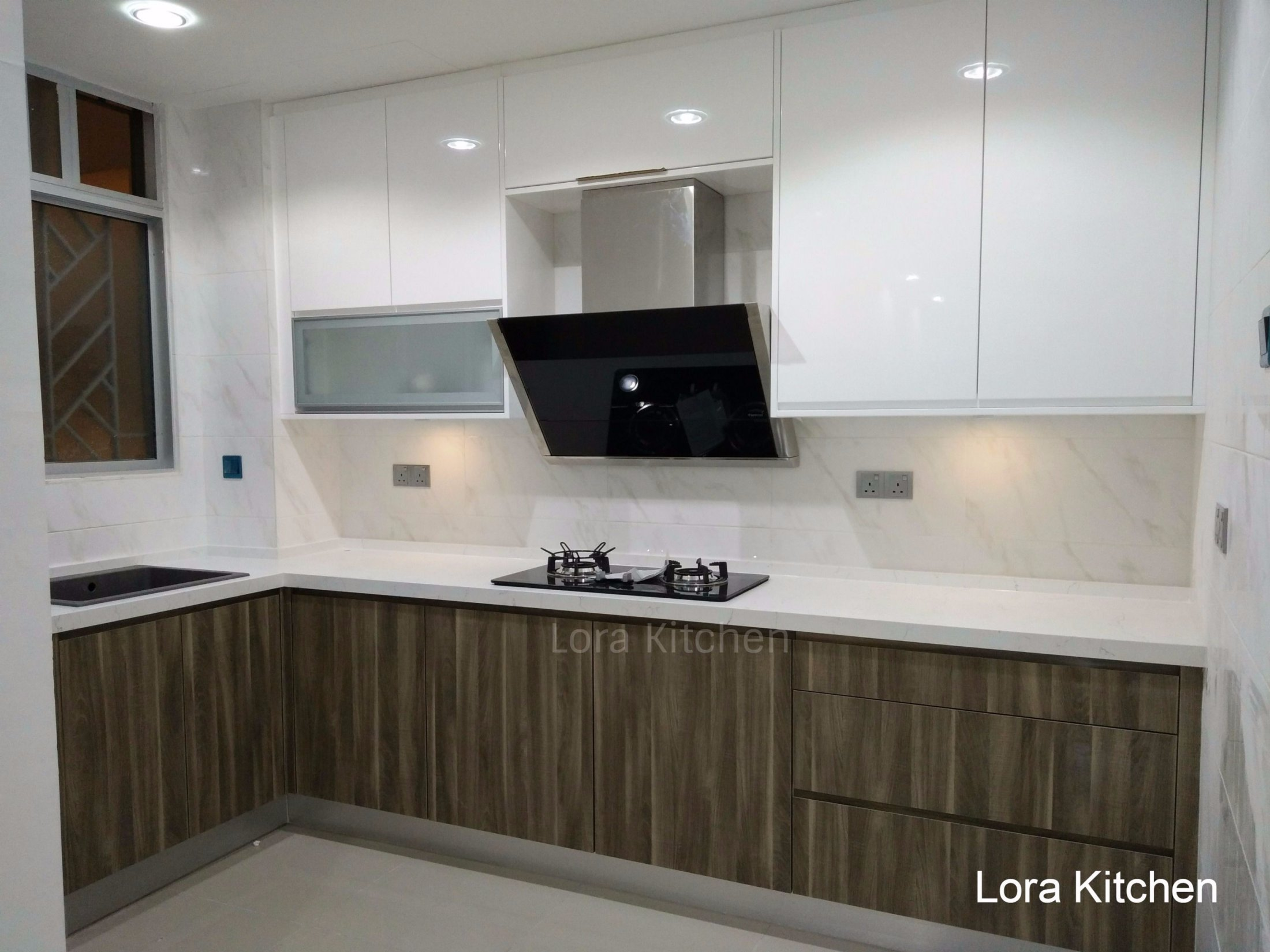Stunning modern kitchen cabinet design in malaysia lora kitchen for Kitchen cabinet layout designer