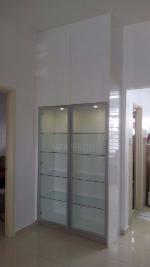 Lora Kitchen Design - Display Cabinet
