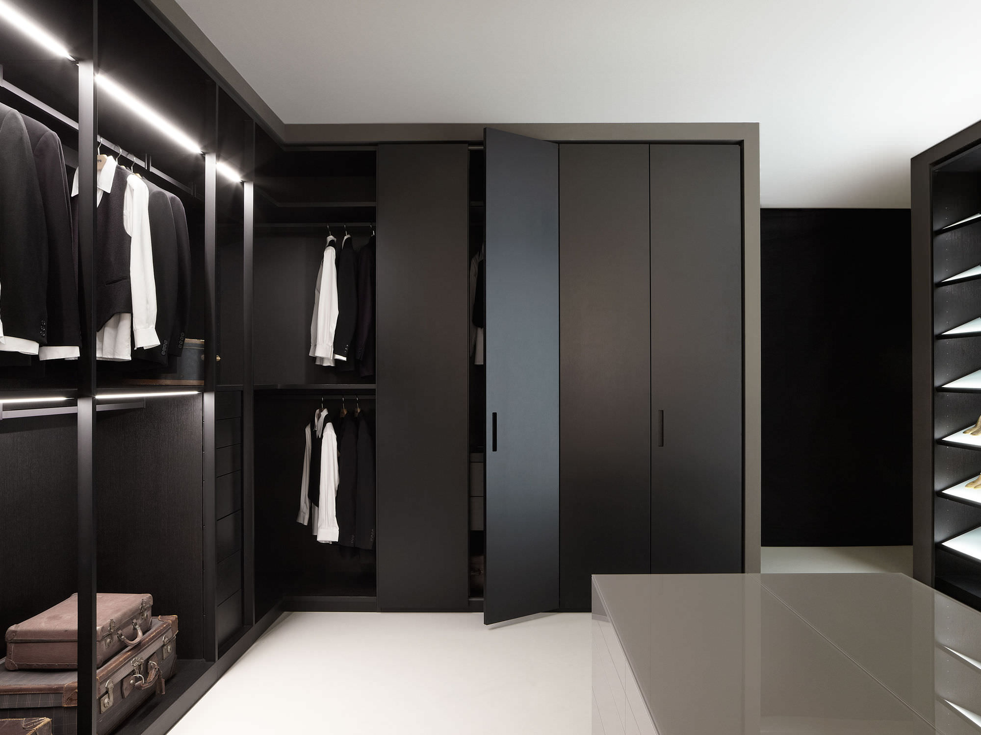 Lora Kitchen Wardrobe Mordern Design